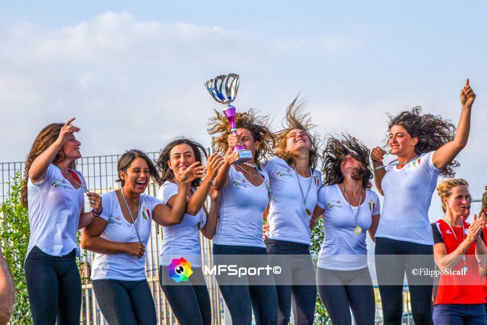 Le ragazze di Sandra Catania, la Sfre Polisportiva Canottieri Catania, con la coppa dei campioni del 2019.