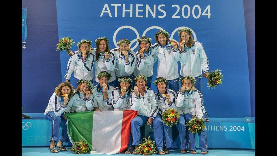 Tania Di Mario con il Setterosa - Oro Olimpiade Atene 2004