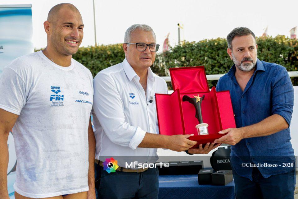 Il capitano Pietro Figlioli e Sandro Campagna ricevono il premio dell'Italian Sportrait Awards.
