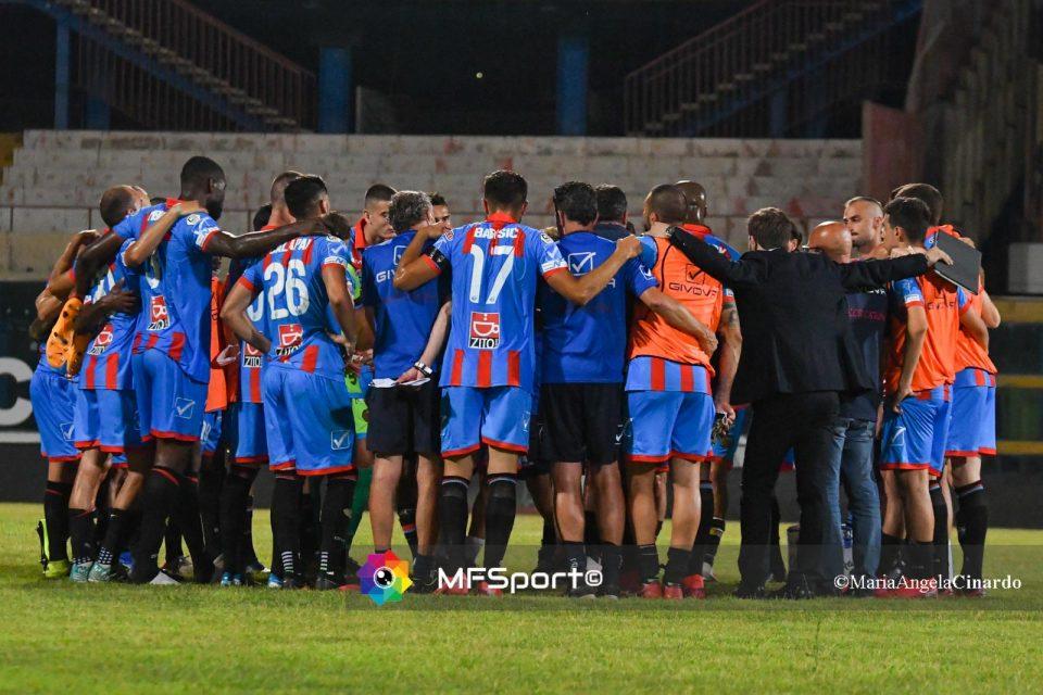 La squadra del Calcio Catania riunita prima dell'incontro