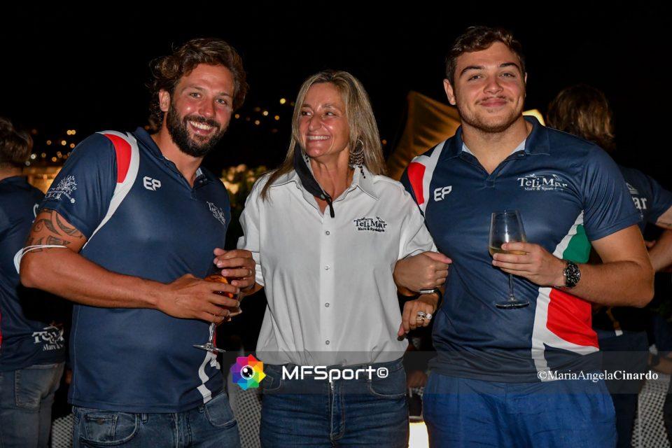 Federica Giliberti, vicepresidente del Circolo Telimar, con il capitano Ciccio Lo Cascio e l'attaccante Mario del Basso