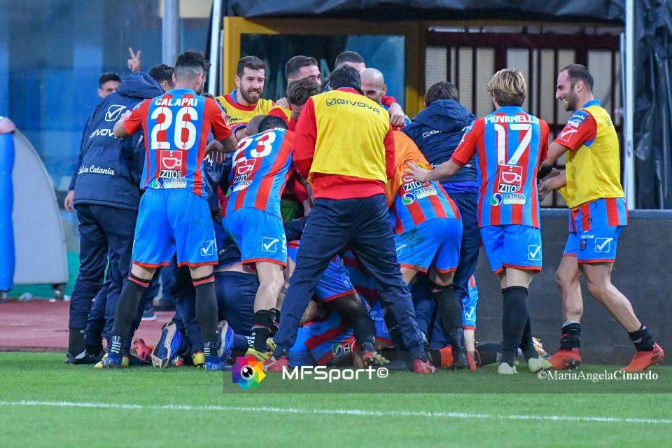 L'esultanza dei giocatori del Catania