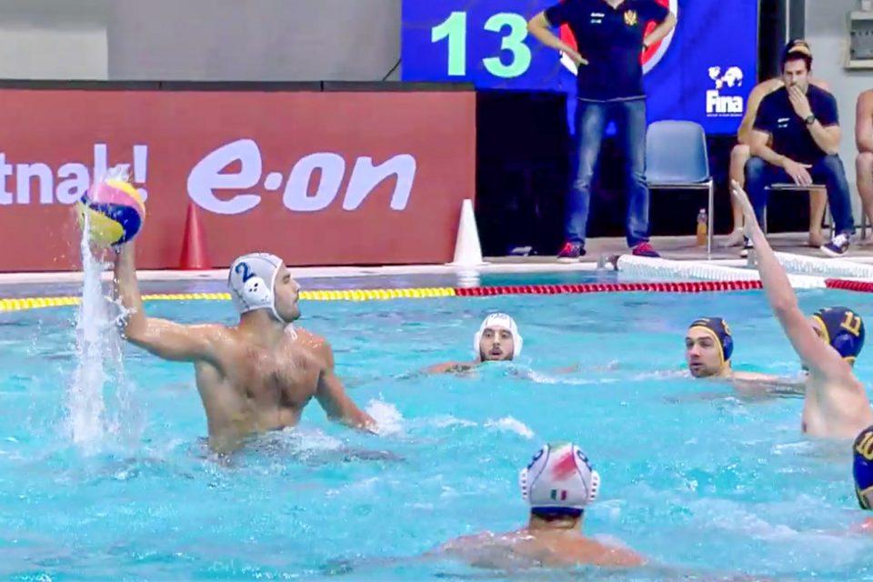 Francesco Di Fulvio al tiro nella partita di ieri contro il Montenegro