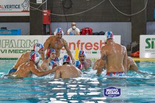 L'urlo iniziale della Nuoto Catania